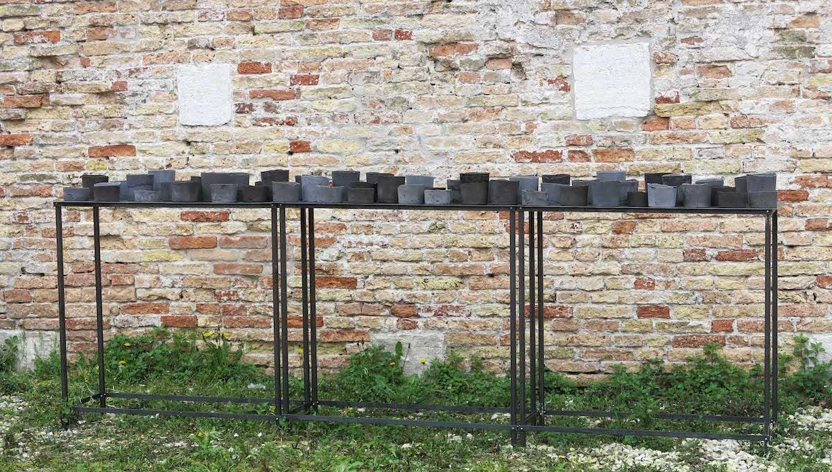 Cristina Treppo, 2019, resina-cemento, strutture di ferro, 113x306x44cm, opera permanente per Spazio Thetis, Venezia
