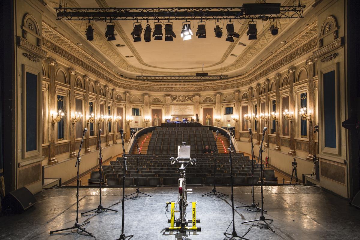 Una caso, Talk Performance di Marzia Migliora drammaturgia di Elena Pugliese, performer: Isidoro Danza e Alberto Salza, produzione: Biennale Democrazia 2015
