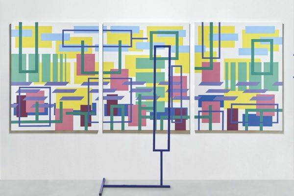 Iler Melioli, Senza titolo, 2018, installazione acrilici su tela e scultura in acciaio policromo, cm 370x230x60
